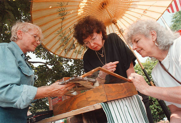 8/1/97 antique show--Takaaki Iwabu photo-- Georgina Moynihan, left, shows her antique collections to Helen Glustrom and Grace Garber at Saturday's Antique Show in Lewiwton. (Show is part of ArtFest '97)<br /> <br /> 1A, Sunday, color