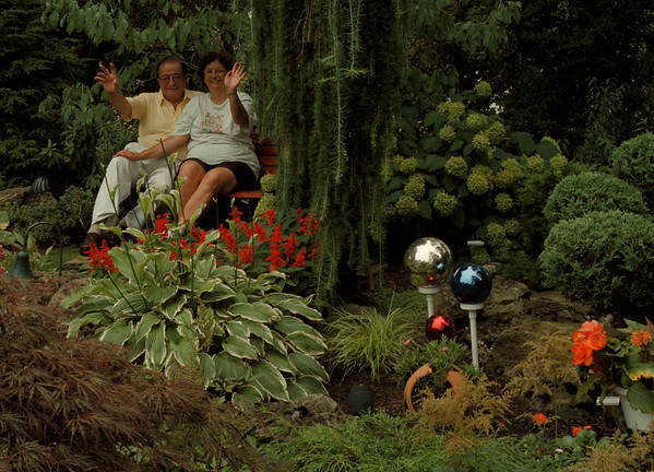 98/08/05-- Garden 1--Takaaki Iwabu photo-- Dr. Herbert Ratajczak and his wife Lonnie Ratajczak sit at their homeÕs garden in Lewiston. (Main Art?)