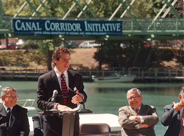 97/08/14 HUD Canal Funds - James Neiss Photo - U.S. Housing and Urban Development Secretary Andrew Como announces $131. million in Hud Assistance for Canal Corridor development.