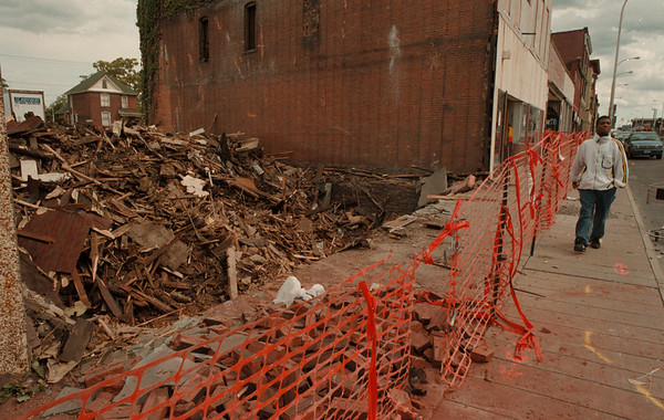 98/09/01--MAIN STREET DEMO--DAN CAPPELLAZZO PHOTO--RICKEY RODGERS, OF NF, WALKS PAST THE DEMOLITON AT 1925 MAIN STREET IN THE CITYÕS NORTH END.<br /> <br /> LOCAL