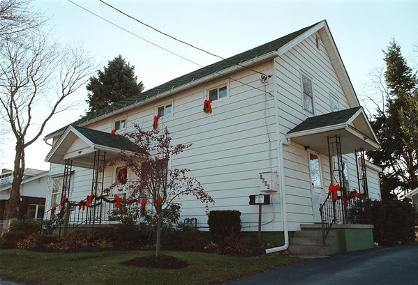 98/12/01 Shellberry Home - Vino Wong Photo - Located at 2686 Main Street, Newfane.