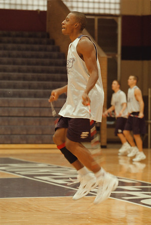 98/11/10 Alvin Young - Vino Wong Photo - Niagara University's Alvin Young works on his drills during a practice session at Gallagher Center Tuesday.