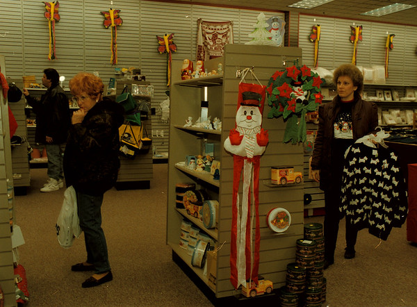 97/12/02-- Value&Variety--Takaaki Iwabu photo-- Rosemary VanAuker of Lewiston, left, and Julie Lewis, North Tonawanda, shop around the seasonal items at the newly-opened store Value & Variety in Sunmmit Park Mall Tuesday.  <br /> <br /> grapevine photo
