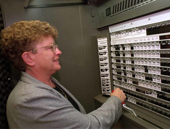 98/11/03 Voting *Dennis Stierer Photo -<br /> Gail Bentley gets ready to pull the lever to cast her vote on Tuesday.