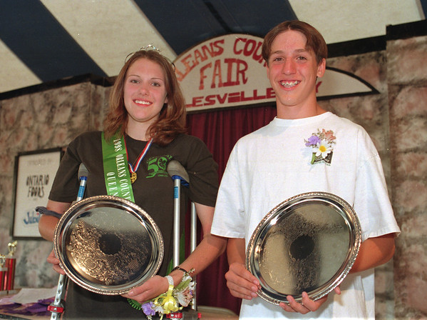 98/08/01 Queen&King  *Dennis Stierer Photo -<br /> The Orleaans County Fair wrapped up it's ceremonies on Saturday night with the crowning of theQueen and King. From the left they are  Queen Diane Smith of Medina;   and   King Ray Toenniessen of Albion.