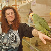 97/10/19--PET STORE--DAN CAPPELLAZZO PHOTO--TANYA HOUSE, OF BLACKWINDS PET STORE, PORTER/PACKARD PLAZA, HOLD AN UMBRELLA COCKATOO, LEFT AND A DOUBLE YELLOW HEADED AMAZON AT THE NF PET STORE.<br /> <br /> $$$$$PG/TUES