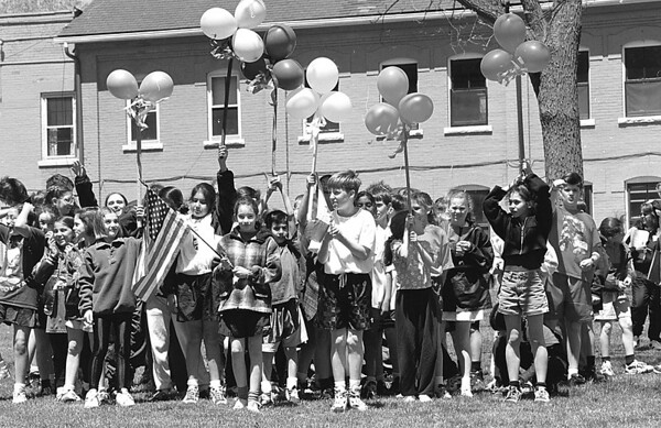 5/22/97--STELLA NIAGARA OLYMPICS--DAN CAPPELLAZZO PHOTO--STELLA NIAGARA 4TH GRADER LINDSEY PASQUENTINO (WITH US FLAG) AND 6TH GRADER WILLIAM MURRAY (WHITE T-SHIRT) LEAD THE OPENING CEREMONIES FOR THE STELLA NIAGARA OLYMPICS.<br /> <br /> GRAPEVINE