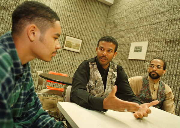 97/08/21--BI-RACIAL/BIG BROTHER--DAN CAPPELLAZZO PHOTO--(LTOR) PROTAGE 16-YR-OLD ARIES BEDGOOD GETS POINTERS FROM MENTOR/BIG BROTHER RICHARD MYLES AND HIS BROTHER JOHN MYLES AT THE NF LIBRARY.<br /> <br /> WED FEATURE