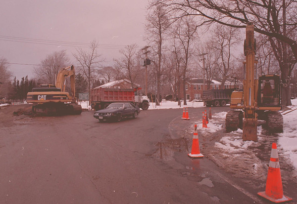 "2/17/97--YOUNGSTOWN CONSTRUCTION--DAN CAPPELLAZZO PHOTO--CONSTRUCTION  AT THE CORNER OF MAIN AND 93. NEAR THE ""OLD FT. INN.""<br /> <br /> ECHO"