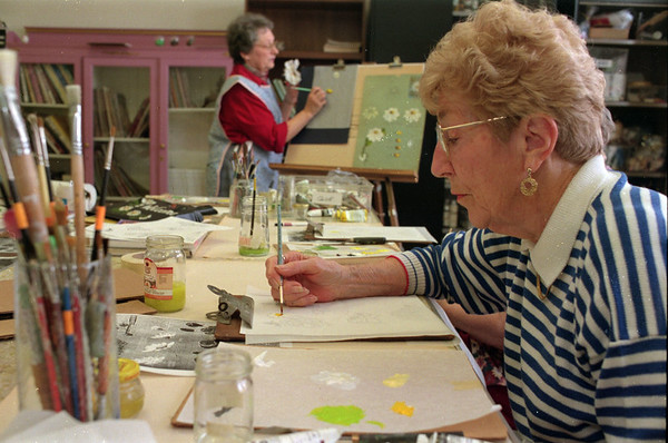 98/03/13 Tole Painter-Rachel Naber Photo-Norita cole (right) learns tole painting from instructor Barbara Clare at the Lockport senior center.