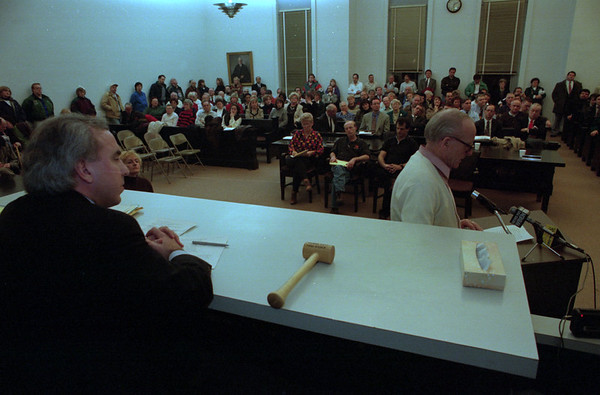 98/01/20--COUNTY SMOKE FORUM--DAN CAPPELLAZZO PHOTO--N.C. LEGISLATOR, (R) LEWSITON, LEE SIMONSON LISTENS FROM THE BENCH AS  ROBERT WINTER, A GUARD AT THE NC JAIL, AND RESIDENT OF N.T. SPEAKS TO THE LEG. AND NIAGARA COUNTY RESIDENTS AT A PUBLIC HEARING ON THE PROPSED SMOKING BAN AT NIAGARA COUNTY COURT HOUSE.<br /> *****EDS NOTE ALL COLOR JPEG< MUST BE CHANGED TO EPS** HOWEVER COLOR TONE IS CORRECTED AND PRINT READY***