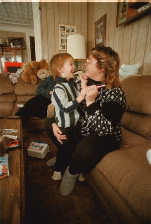 98/01/02 James Solomon - James Neiss Photo - James Solomon 5yrs and mother Tonya, both of Orchard St. Lockport, share a moment in the living room.