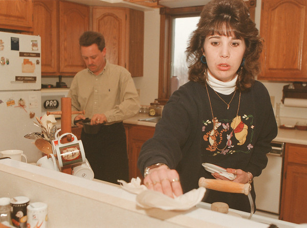 98/01/04--Recovery 3-- Takaaki Iwabu photo-- Jamie O'Donnell, back, helps Kelly make a coffee. (The two have struggled to help her come back from injury, but think it was a miracle that she didn't die in the accident.)<br /> <br /> color, Sunday, living