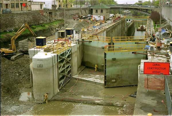 98/04/17 Lock Work *Dennis Stierer photo - This photo shows work being done on Lock 35 in Lockport.