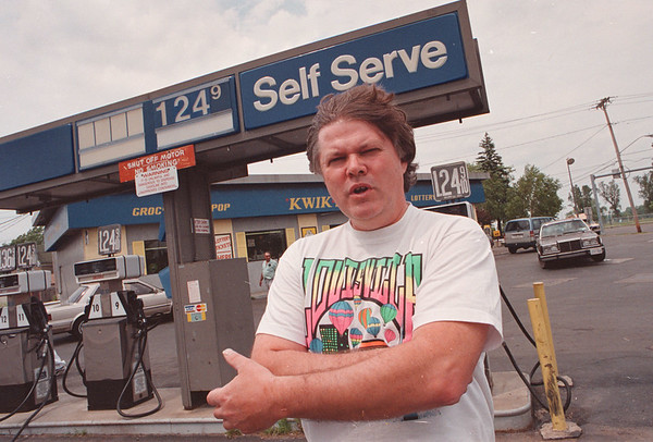 6/16/97--ALBANY GAS--DAN CAPPELLAZZO PHOTO--LOCAL GAS MERCHANT KIM PICCIRELLI, KIM KONVENIENCE  KORNER, PINE AND HYDE PK, WILL HEAD TO ALBANY AGAINST PATAKI'S DESICION TO LIFT THE INDIAN TAX.<br /> <br /> LOCAL