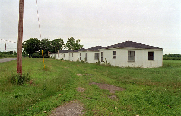 98/06/05 Coomer Rd. Housing *Dennis Stierer Photo - Migrant worker housing located on Coomer Road just north of Wilson-Burt Road.