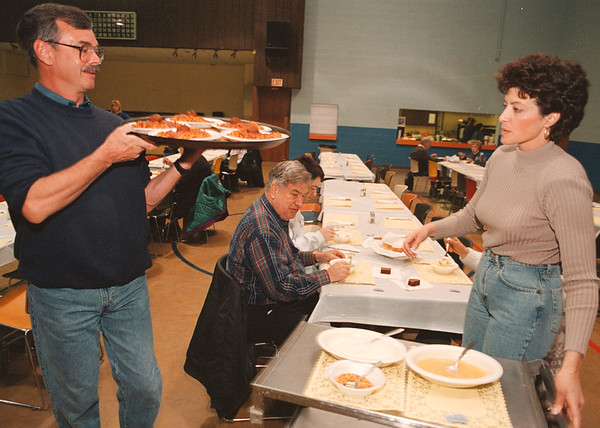 4/13/97--CHURCH DINNER--DAN CAPPELLAZZO PHOTO--DUANE CURTIS AND COLETTE DeCARLO SERVE GEORGE KELLEY AND THE KELLEY FAMILY AT ST JOHNS DE LASALLE CHURCH SUNDAY EVE.<br /> <br /> 1A NEWS