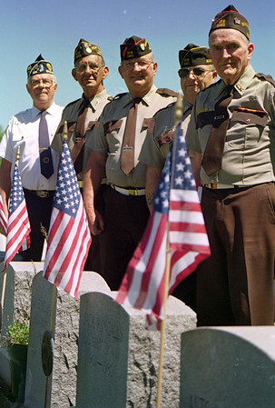 98/05/20 medina Vets-Rachel Naber Photo-(left to right) Frank berger, Fran Tylec, Bart Brabon, ray Allport, eddie higgins at the Boxwood cemetary in medina