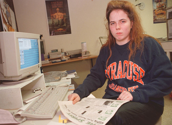 "2/12/97--COLLEGE CUTS--DAN CAPPELLAZZO PHOTO--NCCC STUDENT CHRISTINE HOFFMAN SISTA AT  HER WORK STATION AT THE NCCC NEWSPAPER; ""THE SPIRIT."" HOFFMAN WOULD BE EFFECTED BY THE GOV.'S PROPOSED STUDENT AID CUTS."