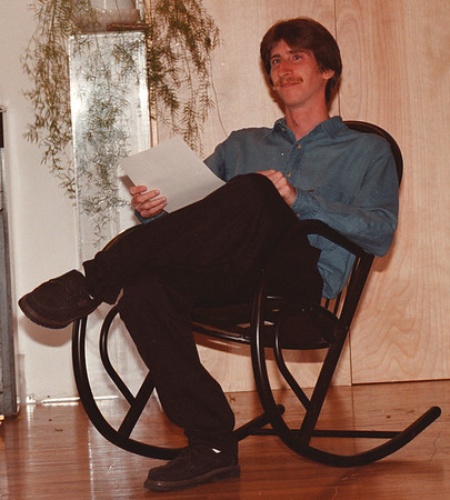 9/16/97--FISHER--DAN CAPPELLAZZO PHOTO--INNER GROWTH GURU CHRISTIAN FISHER RELAXES AT NOW GRAPHICS, 1517 MAIN, WHERE HE WILL HOLD HIS INNER GROWTH CLASSES.<br /> <br /> THURS FEATURE