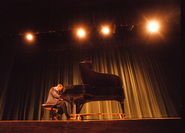 98/02/08 Douglas Monroe 2 - James Neiss Photo - douglas H. Monroe plays for former students and friends during a recital at LewPort HS.