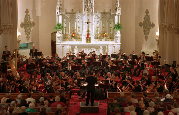 "98/10/01 Buffalo Pharharmonic *Dennis Stierer Photo -<br /> The Buffalo Philharmonic Orchestra played before a sold out very appreciative crowd last night at St. Mary's Church in Medina. This photo was taken during their opening number entitled ""Festive Overture, Op.96""."