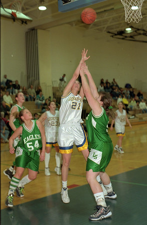 98/02/20 - Lady Lions *Dennis Stierer photo - #21 Larissa Croff goes up for a shot