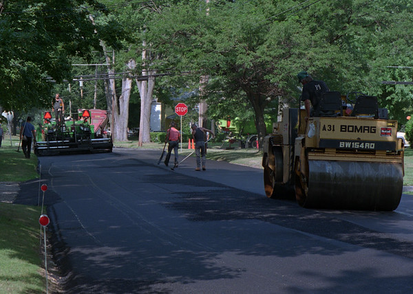 98/08/12 Street Paving *Dennis Stierer Photo -<br /> South Avenue in Medina gets a new coat of asphault.