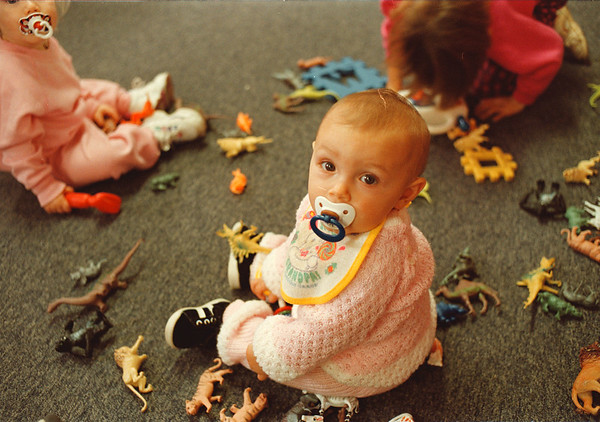 97/10/15-- snack break 2-- Takaaki Iwabu photo-- A 7-month-baby Alyssa Newman entertains herself with her playmates at Tiny Treasures Learning Center Day Care Wednesday. <br /> <br /> grapevine photo