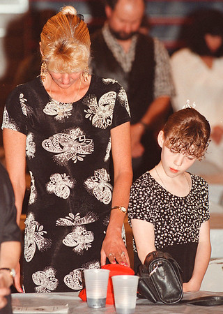 6/2/97--NIAGARA CATHOLIC 5TH GRADERS--DAN CAPPELLAZZO PHOTO--60TH STREET SCHOOL 5TH GRADER LINDSEY MEYERS AND HER MOTHER DEBORAH SHEAR A MOMENT OF PRAYER BEFORE THE 5TH GRADERS DINNER AT NIAGARA CATHOLIC SCHOOL.<br /> <br /> LOCAL