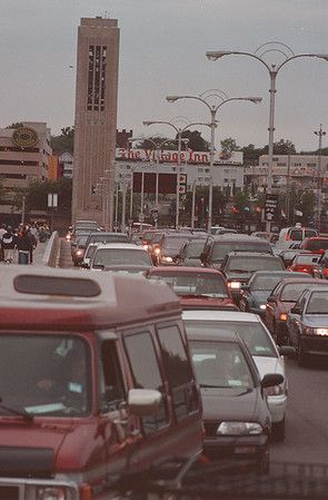 97/10/01--BRIDGE TRAFFIC--TAKAAKI IWABU--RAINBOW BRIDGE TRAFFIC SUMMER.<br /> <br /> 1A THURS