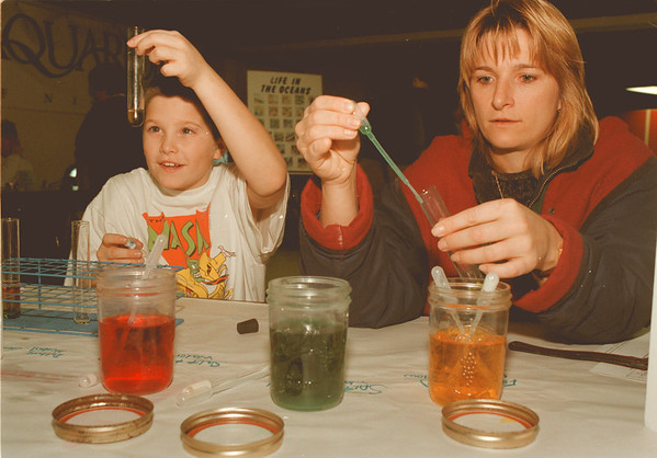 """98/01/23--aquarium --Takaaki Iwabu photo-- Ziggy Krueger, right, Niagara Falls, Canada, tries a """"liquid density study"""" with her son Ross as they visit Aquarium of Niagara's Jason Science Day.  Staff from St. John Fisher College in Rochester offered an hands-on activities to visiters for understanding of ocean system.   -- local, color, Sunday"""
