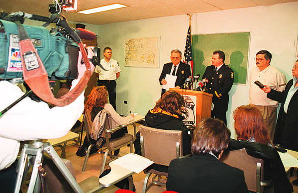 4/17/97--COP SHOOTING PRESS CONFERENCE--DAN CAPPELLAZZO PHOTO--A PACKED ROOM OF TV AND NEWS REPORTERS  LISTENS AS CHIEF FERRA AND ERNEST PALMER GIVE DETAILS OF THE SHOOTING.<br /> <br /> 1A NEWS