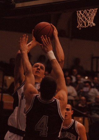 97/12/13--NU HOOPS--DAN CAPPELLAZZO PHOTO--NU FORWARD  PETE STROBL DRIVES TO THE BASKET AGAINST McMASTER UNIV. FORWARD VOJO RUSIC IN FIRST HALF PRESEASON ACTION.<br /> <br /> SP
