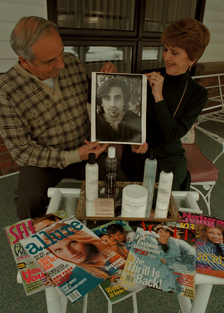 97/11/13--SALON BOY-DAN CAPPELLAZZO PHOTO--PAUL AND PEGGY MASTERS, OF LEWISTON, ADMIRE THE Photo OF THEIR RESONABLELY FAMOUS SON, JOHN, WHO LIVES IN NEW YORK AND MAKES BEAUTY PRODUCTS.<br /> <br /> FEATURE