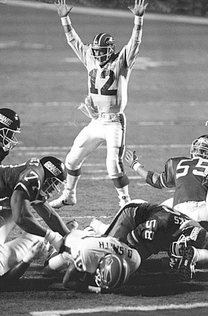 1/31/9--SUPERBOWL 25/KELLY--CAPPY PHOTO--JIM KELLY CELEBRATES AFTER  SMITH PLUNGES INTO THE END ZONE FOR THE FIRST BILLS TD OF THEIR FIRST SUPER BOWL APPERANCE.<br /> <br /> SP