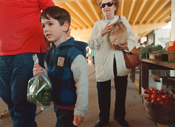97/09/24--city market--Takaaki Iwabu photo-- Joseph Travis, 4, Niagara Falls, carries a bag of green pepper as he visits City Market helping his uncle and great grand-mother (picture in back) shopping Wednesday afternoon. <br /> <br /> grapevine photo
