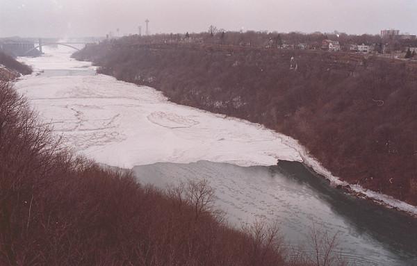 2/23/97-- weather --Takaaki Iwabu photo-- A view of NIagara River, getting ice bridge after cold temparature Sunday.....