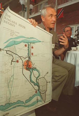 97/08/23-- waterfront --Takaaki Iwabu photo-- David Carter, associates of Waterfront Regeneration Trust, talks about the development plan during the luncheon at Best Western Inn on the River Saturday. <br /> <br /> 1A, Sunday, color