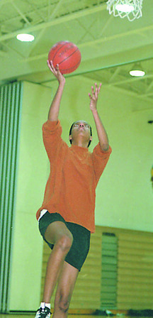 3/8/95--HOOPS/WHITE--DAN CAPPELLAZZO PHOTO--LOCKPORT'S GERALDINE WHITE DRIVES FOR THE LAY UP IN PRACTICE.<br /> <br /> SPORTS FOLDER