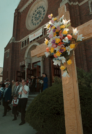 98/4/12--Easter Sunday--Takaaki Iwabu photo-- The parishioners at St. Joseph's Roman Catholic Church leave the Sunday's  Easter Mass. The Church on Pine Ave. was decorated with flowers celebrating the holy week.     <br /> <br /> 1a, color, Monday