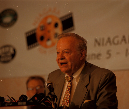 "98/06/05 Movie Festival - James Neiss Photo - Actor Max Showalter was in the movie ""Niagara"" with Marilyn Monroe. He spoke briefly during a press conference at the Skyline Brock Hotel."