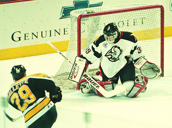 4/16/97--SABRES PLAYOFF PREVIEW--DAN CAPPELLAZZO PHOTO--BUFFALO SABRES GOALTENDER DOMINIC HASHEK MAKES THE SAVE ON BOSTON'S TROY MALLETTE.<br /> <br /> SP
