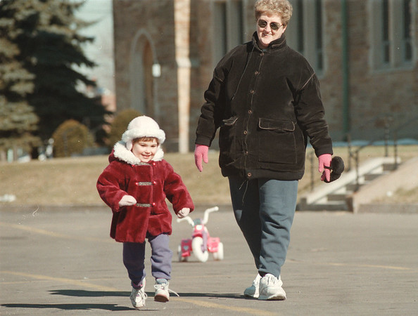 98/03/09-- warm weather--Takaaki Iwabu photo-- Margaret Serianni, right, goes out for a walk with her great niece Francesca Costanzo, 2, in LaSalle in early February. (for story on  this year's warm winter... picture was shot Feb. 9th)    -- Sunday, color, 1A