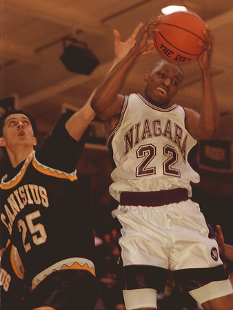 98/01/28--NU Basket --Takaaki Iwabu photo-- Niagara University Alvin Young, right, grabs a rebound against Canisius Mike McCarthy during the Wednesday game at NU. <br /> <br /> sports, color, Thursday