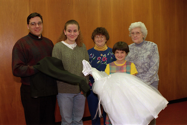 98/03/05 Fashion Show *Dennis Stierer photo - (L-R): Rev. Robert Orlowski; Katie Shipley; Joleen Breewer; Mary Joelle Stayzer; and Ellen Jane Hemmer.