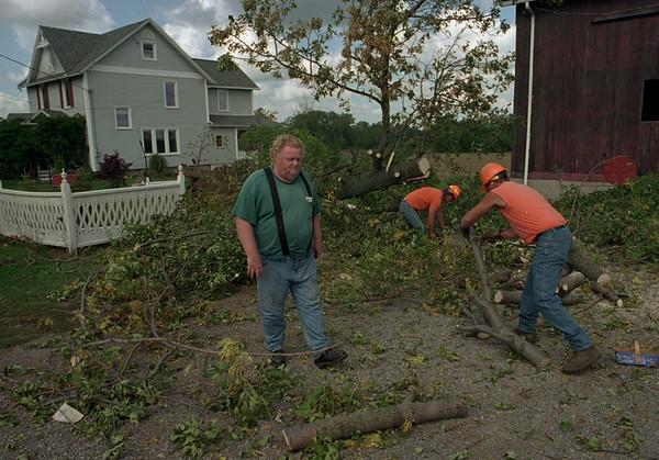 98/09/08--STORM DAMAGE--DAN CAPPELLAZZO PHOTO--BOB MORRIS, OF 7965 RIDGE RD, CHECKS DAMAGE ON HIS PROPERTY AS NYS DOT CUT FALLEN TREES.