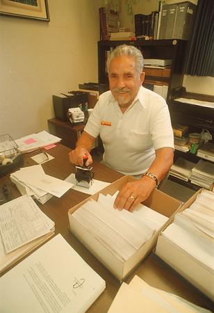 97/09/17 Belarmino Vallina - James Neiss Photo - Belarmino Vallina , Tuscarora Rd, is a volunteers at the Town of Niagara Clerks office.