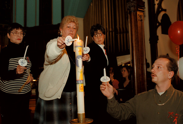 97/12/01-- World Aids Day--Takaaki Iwabu photo-- Participants of World Aids Day at St. Peter's Episcopal Church lit the candles in front of the Church's alter Monday night. <br /> <br /> 1A, Tuesday, color