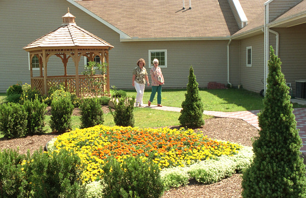 98/07/29 Hospice Garden *Dennis Stierer Photo -<br /> Julie Goldbach, a volunteer at Hospice in Lockport shows Marion Ward around the Memorial Garden and the Children's memorial garden in the background of Hospice grounds.